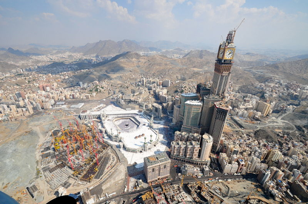 Aerial photograph showing the towers under construction and their surroundings, including Masjid al Haram on the left.